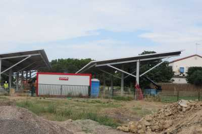 Juillet 2017 ---- Construction d'un toit avec des capteurs solaires