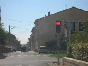 "le feu rouge ""intelligent"" du Village"