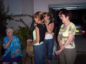 Mme BOUSCARY avec ses voisins estivants